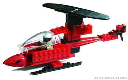 Solar oyuncak helikopterin pervanesinde güneş pili bulunuyor